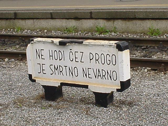 012_Überschreiten der Gleise verboten
