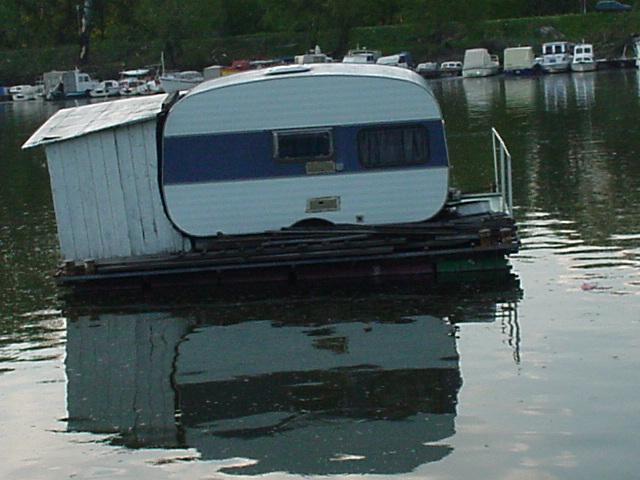 049_Wohnwagenhausboot