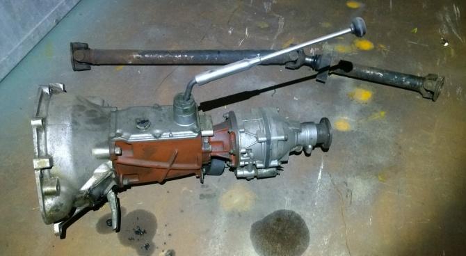 M41 Getriebe mit langem Schaltstock und zugehöriger kurzer Kardanwelle