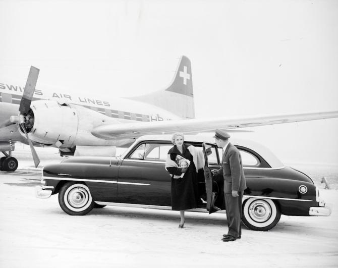"""Besuch vor der Convair CV-240-4, HB-IRZ """"Valais"""" in Zürich-Kloten"""