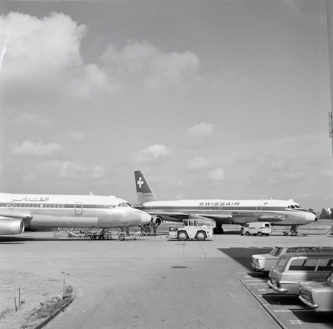 "Convair CV-990-30 A Coronado, HB-ICH ""St. Gotthard"" und eine Maschine der Lebanese International Airways am Boden in Zürich-Kloten"