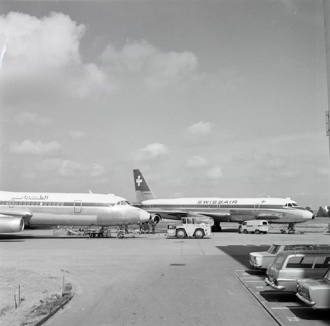 """Convair CV-990-30 A Coronado, HB-ICH """"St. Gotthard"""" und eine Maschine der Lebanese International Airways am Boden in Zürich-Kloten"""