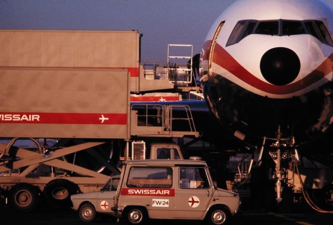 Frachtverlad in eine Douglas DC-10 der Swissair in Zürich-Kloten