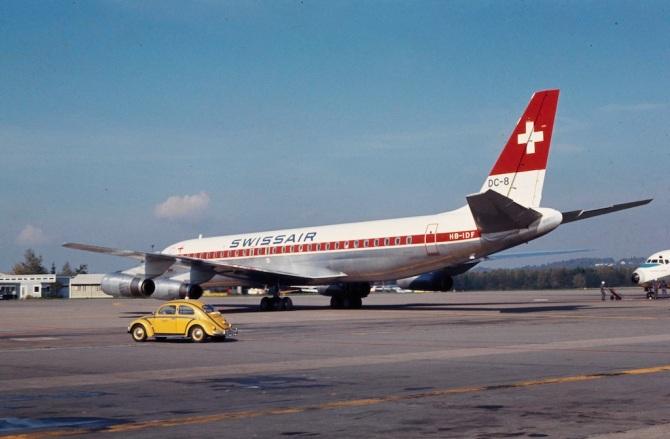 """Douglas DC-8-62, HB-IDF """"Zürich"""" mit alter Bemalung am Boden in Zürich-Kloten"""