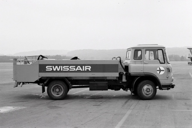 Toilettenservice-Fahrzeug der Swissair am Flughafen Zürich-Kloten