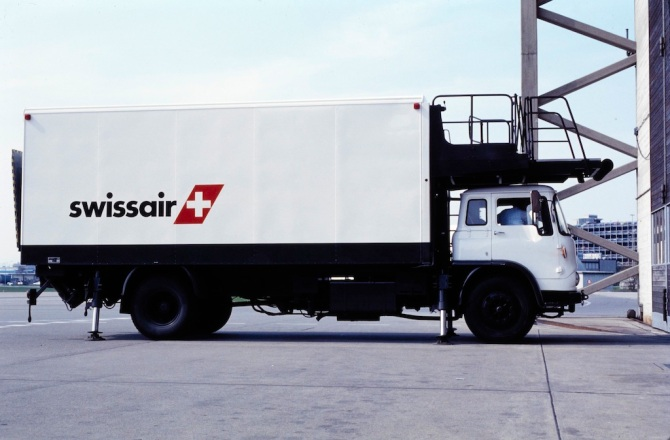 High-Loader des Swissair-Catering in Zürich-Kloten