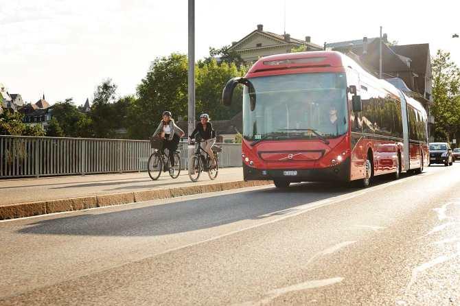 Hybridbus_unterwegs
