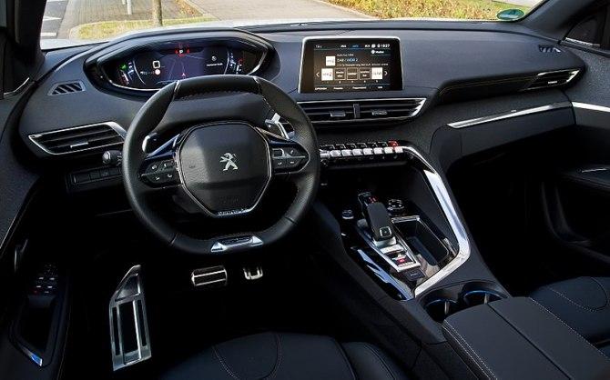 800px-Peugeot_3008_THP_165_EAT6_Allure_GT-Line_(II)_–_Innenraum,_20._September_2017,_Düsseldorf